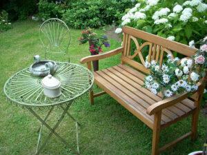 quiet sitting garden bench
